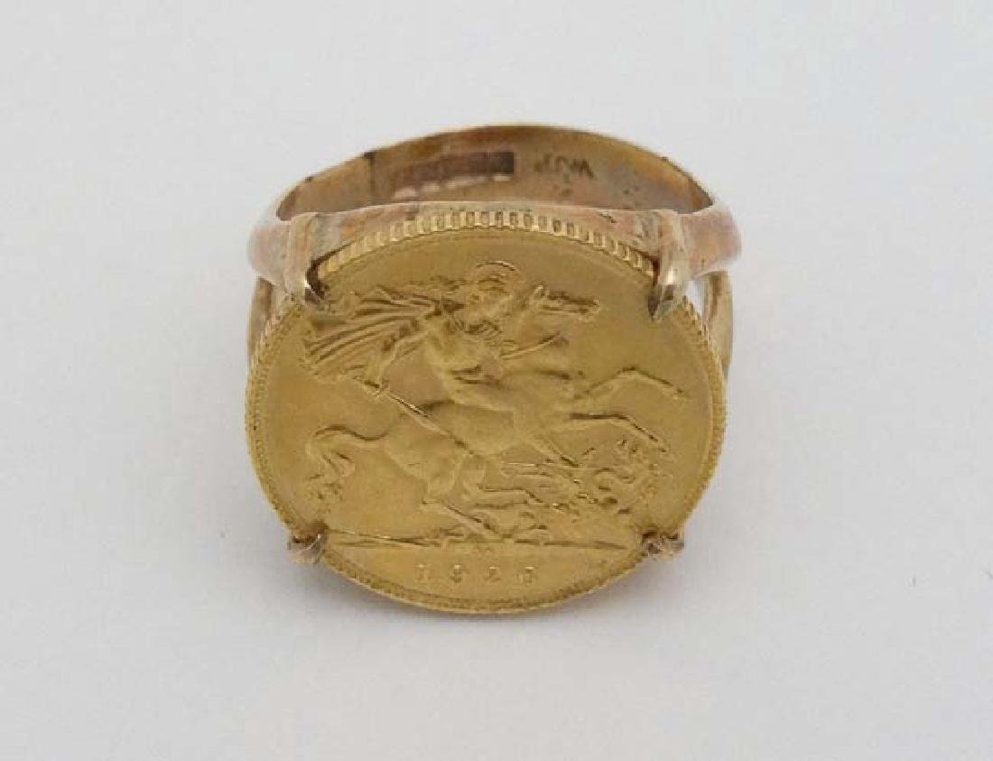 A 9ct gold ring set with half sovereign coin dated - 3