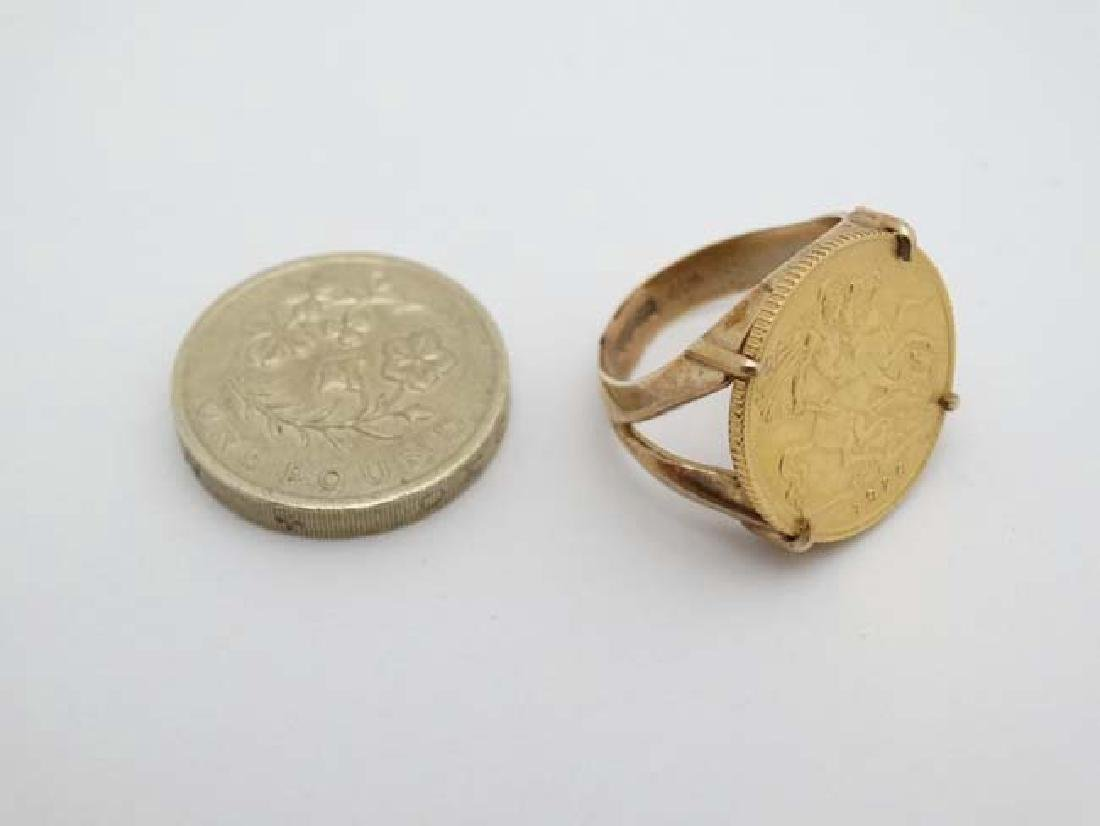 A 9ct gold ring set with half sovereign coin dated - 4