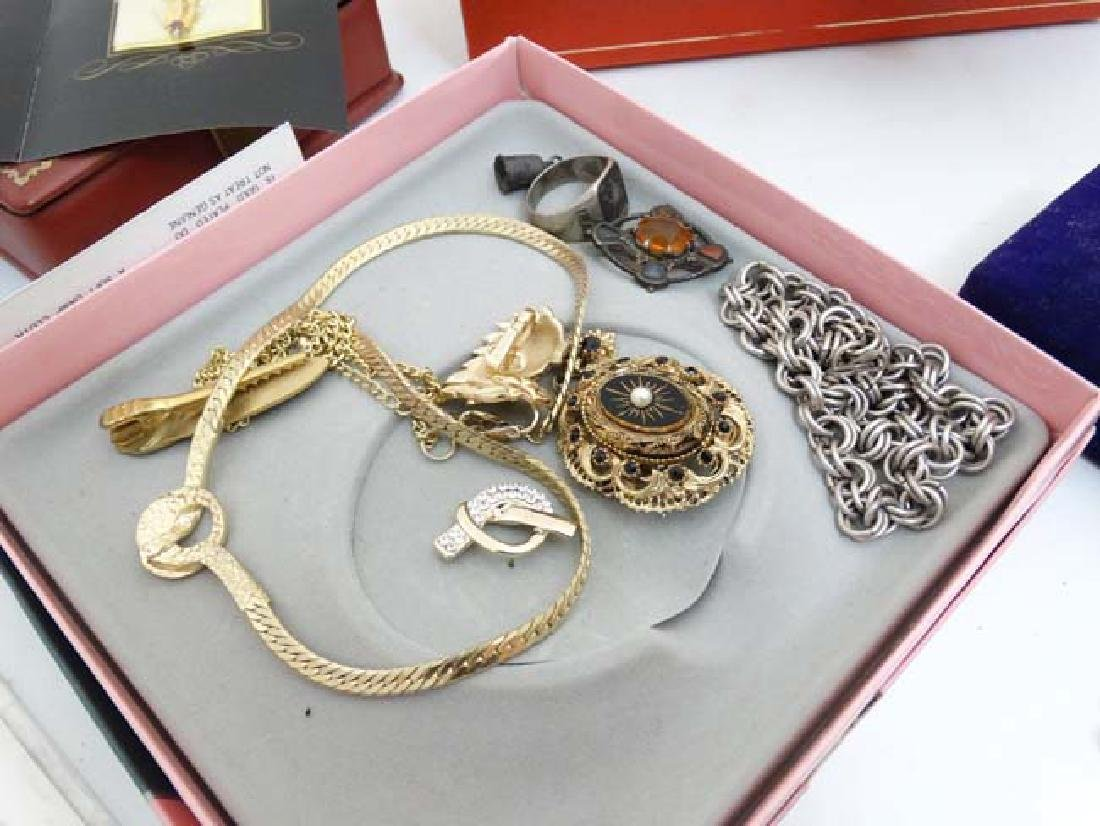 A quantity of assorted jewellery to include necklaces, - 4