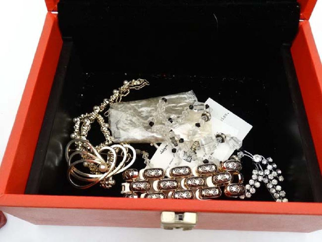 A quantity of assorted jewellery to include necklaces, - 6