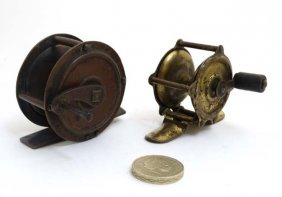 Fishing : Two old brass brook reels , 1 1/2'' & 2''
