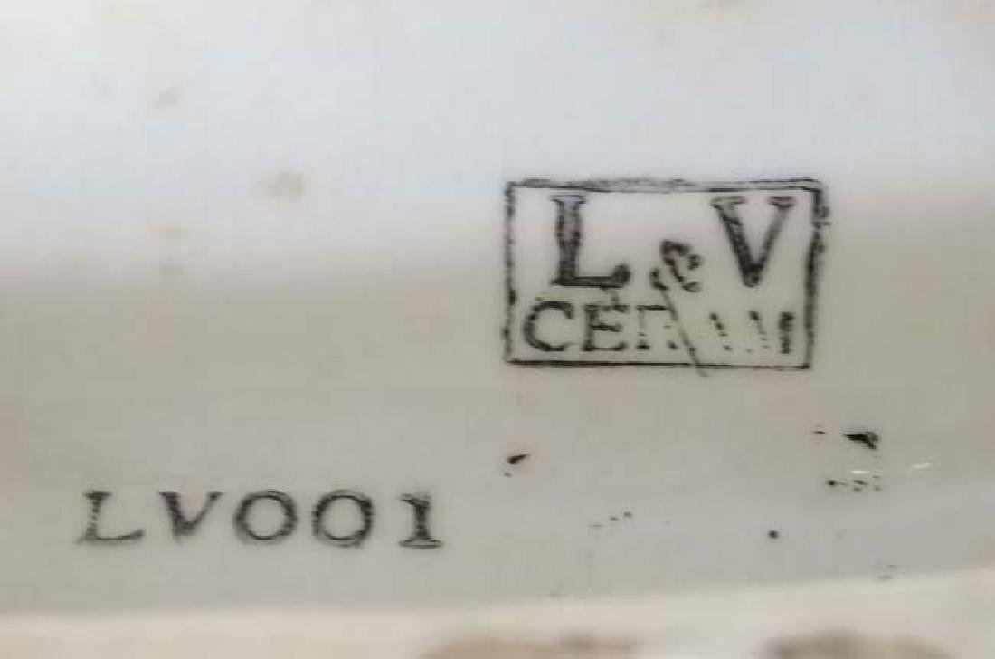 A 21stC L & V Ceram , France , LV0001, figure group - 2
