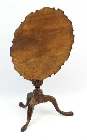 A Geo III mahogany tilt top tripod supper table .  tilt