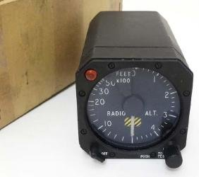 Militaria : A 20thC Altimeter Unit by Elliot , stamped