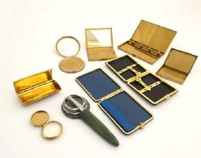 Assorted compacts to include Vogue, Vanity Fair,
