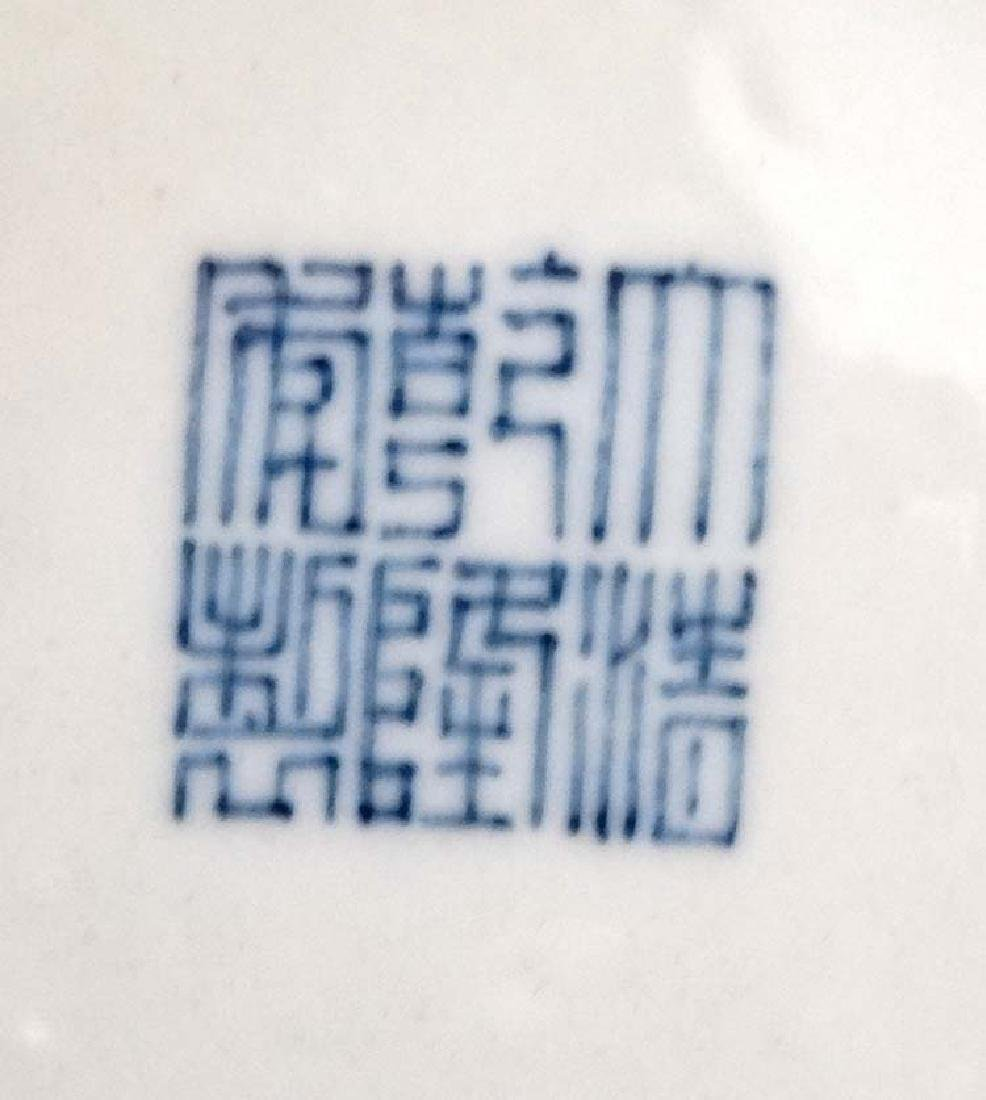 A Chinese Blue and white flared rim bottle vase of - 2