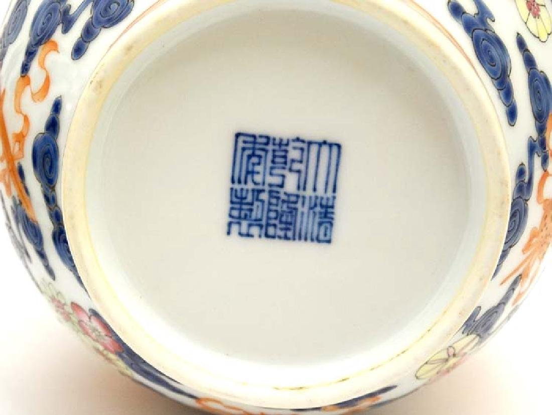 A pair of Chinese blue and white bottle vases decorated - 7