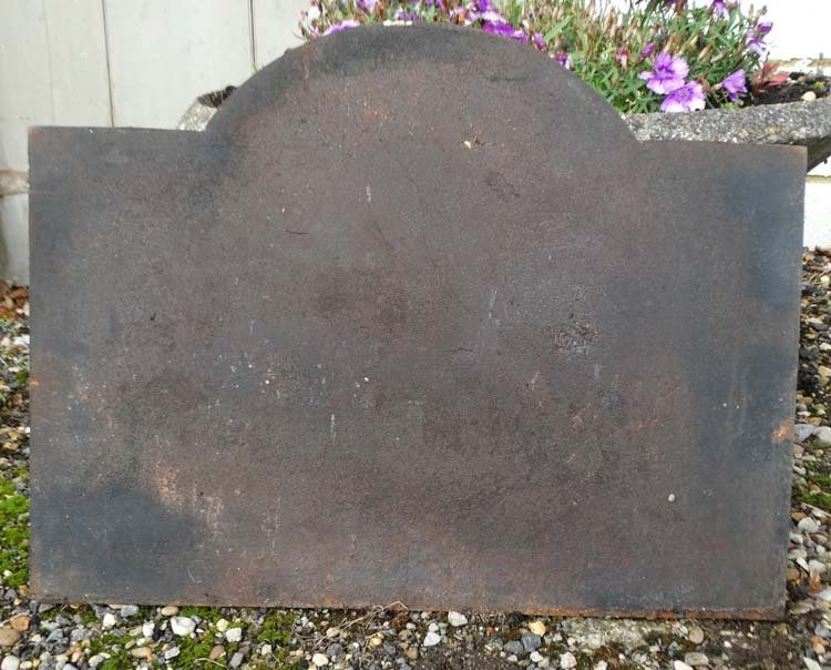 Architectural / Garden Salvage : A cast iron fire back - 2