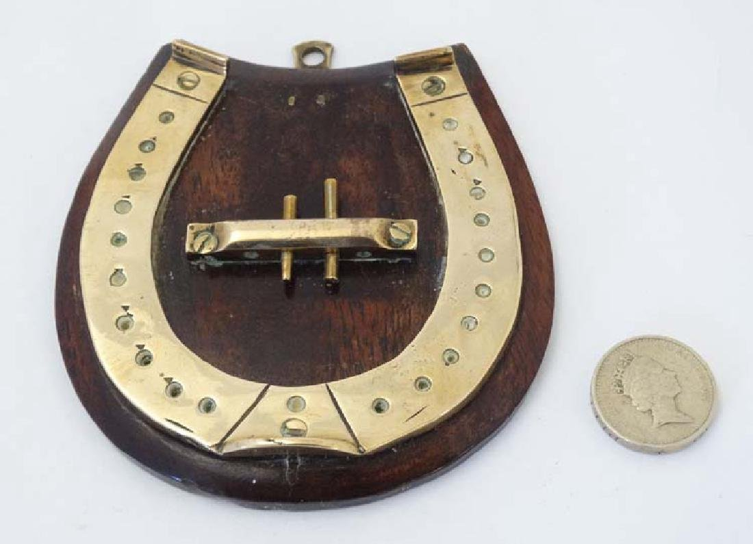 A small brass cribbage board formed as a horseshoe, - 7