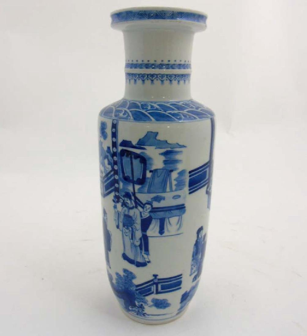 A Chinese porcelain Blue and White Rouleau urn vase - 2