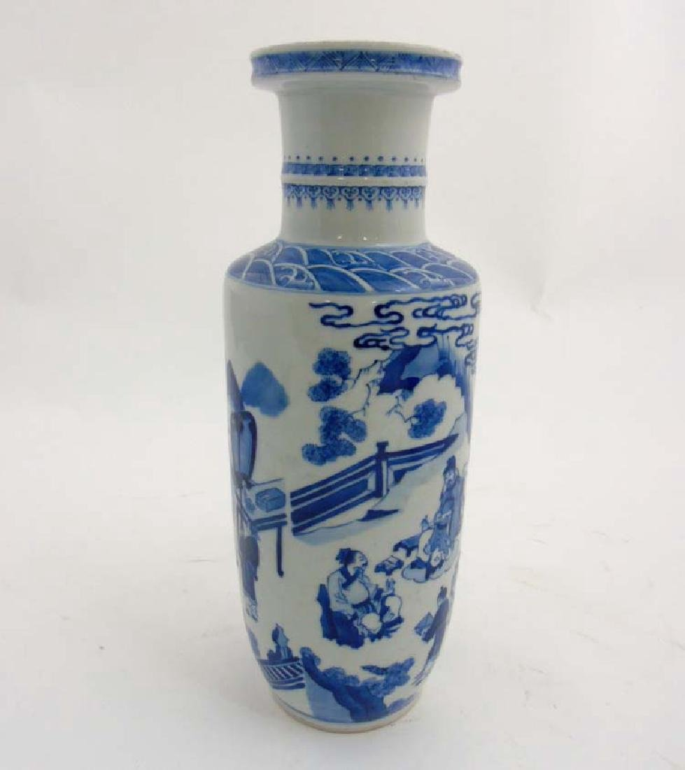 A Chinese porcelain Blue and White Rouleau urn vase - 4
