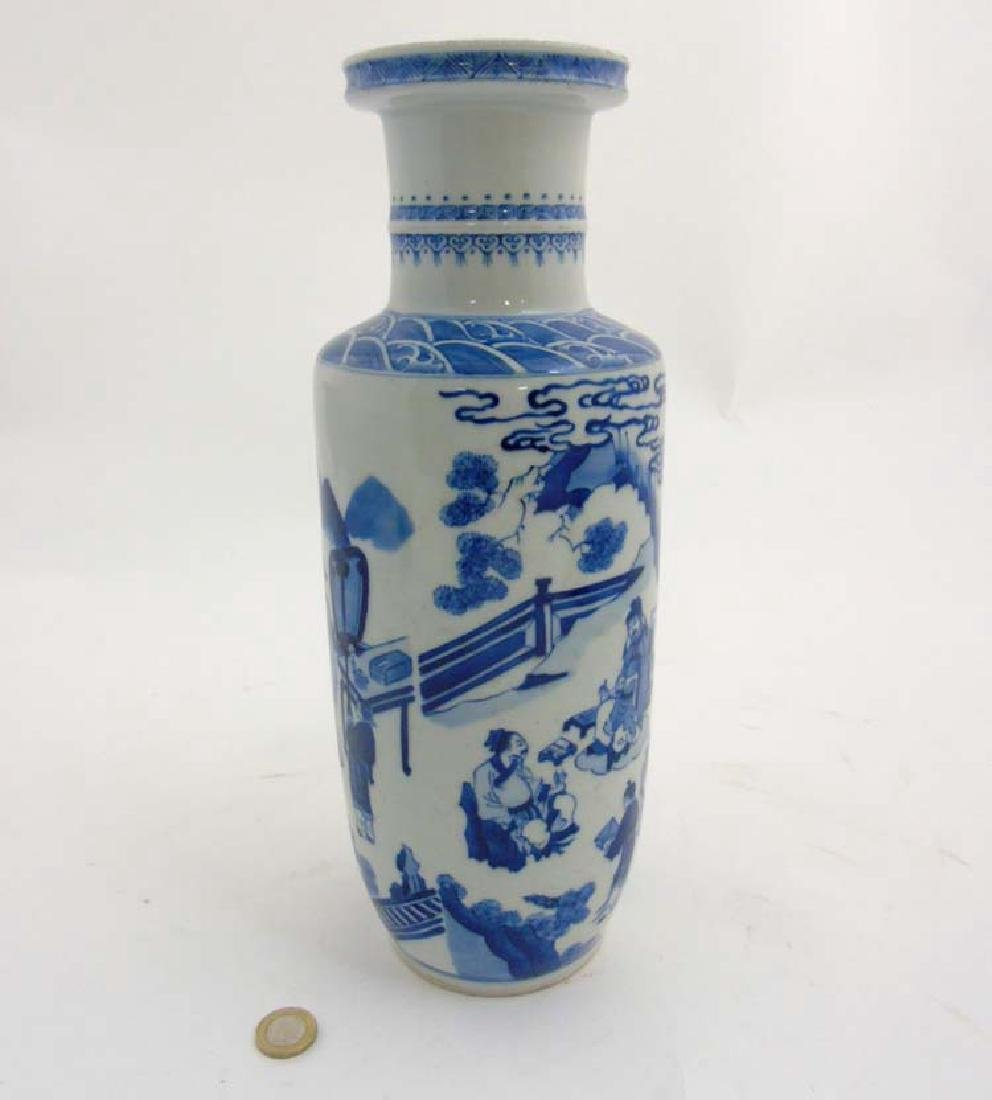 A Chinese porcelain Blue and White Rouleau urn vase - 5
