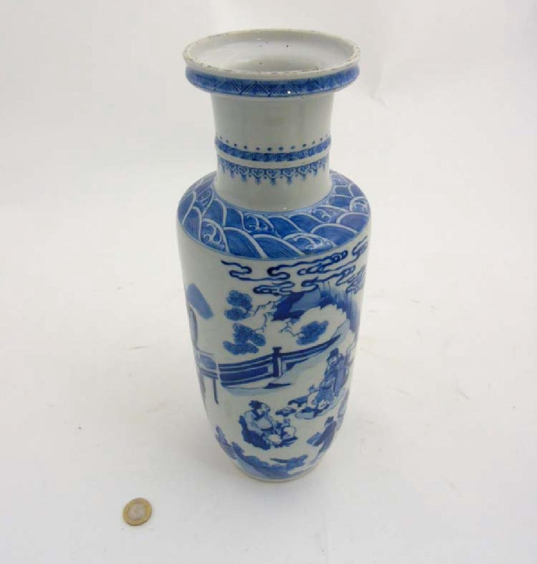 A Chinese porcelain Blue and White Rouleau urn vase - 6