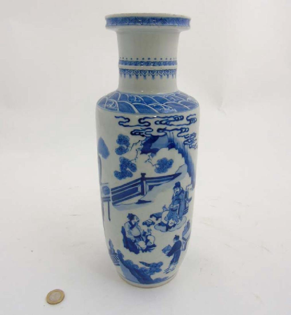 A Chinese porcelain Blue and White Rouleau urn vase - 7