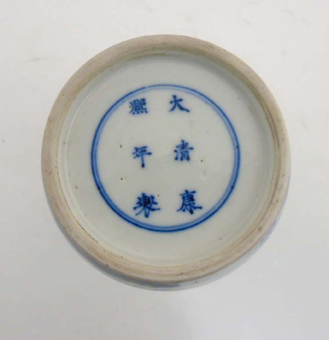 A Chinese porcelain Blue and White Rouleau urn vase - 9