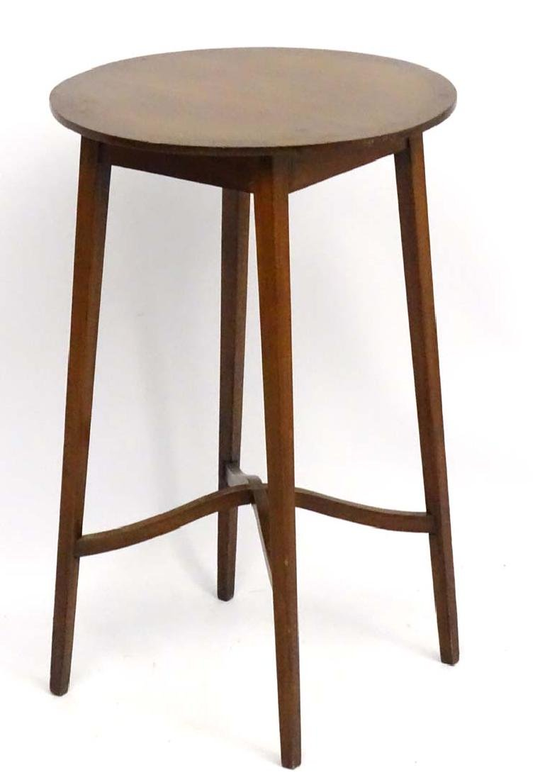 An Edwardian mahogany Occasional Table standing on