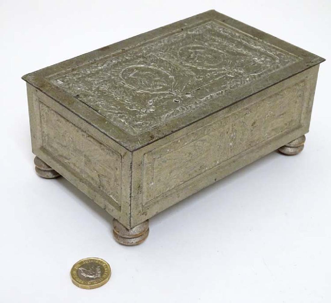 Militaria : A commemorative tin box for ' His Majesty's