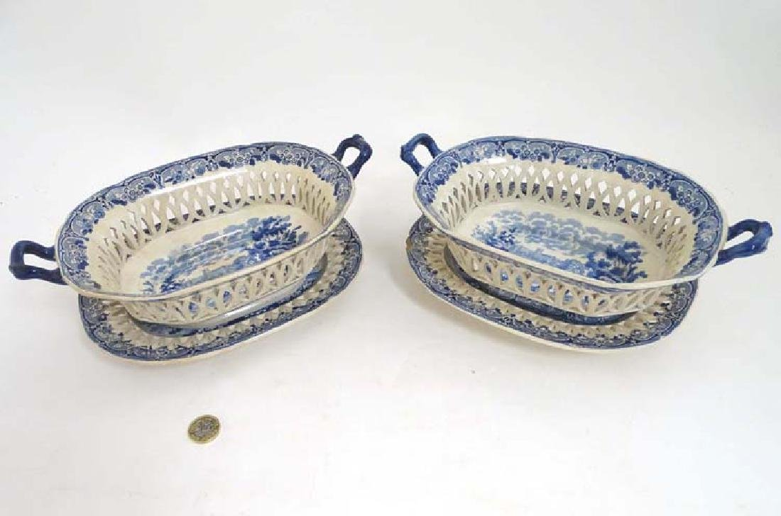 A pair of early 19th C blue and white pearlware