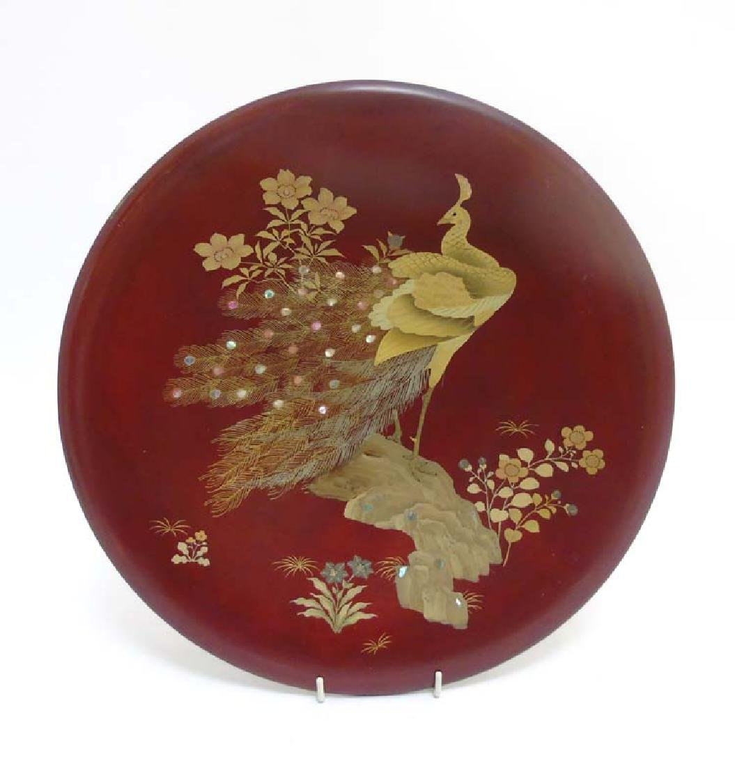 Makuniwue - A Japanese lacquered charger with peacock