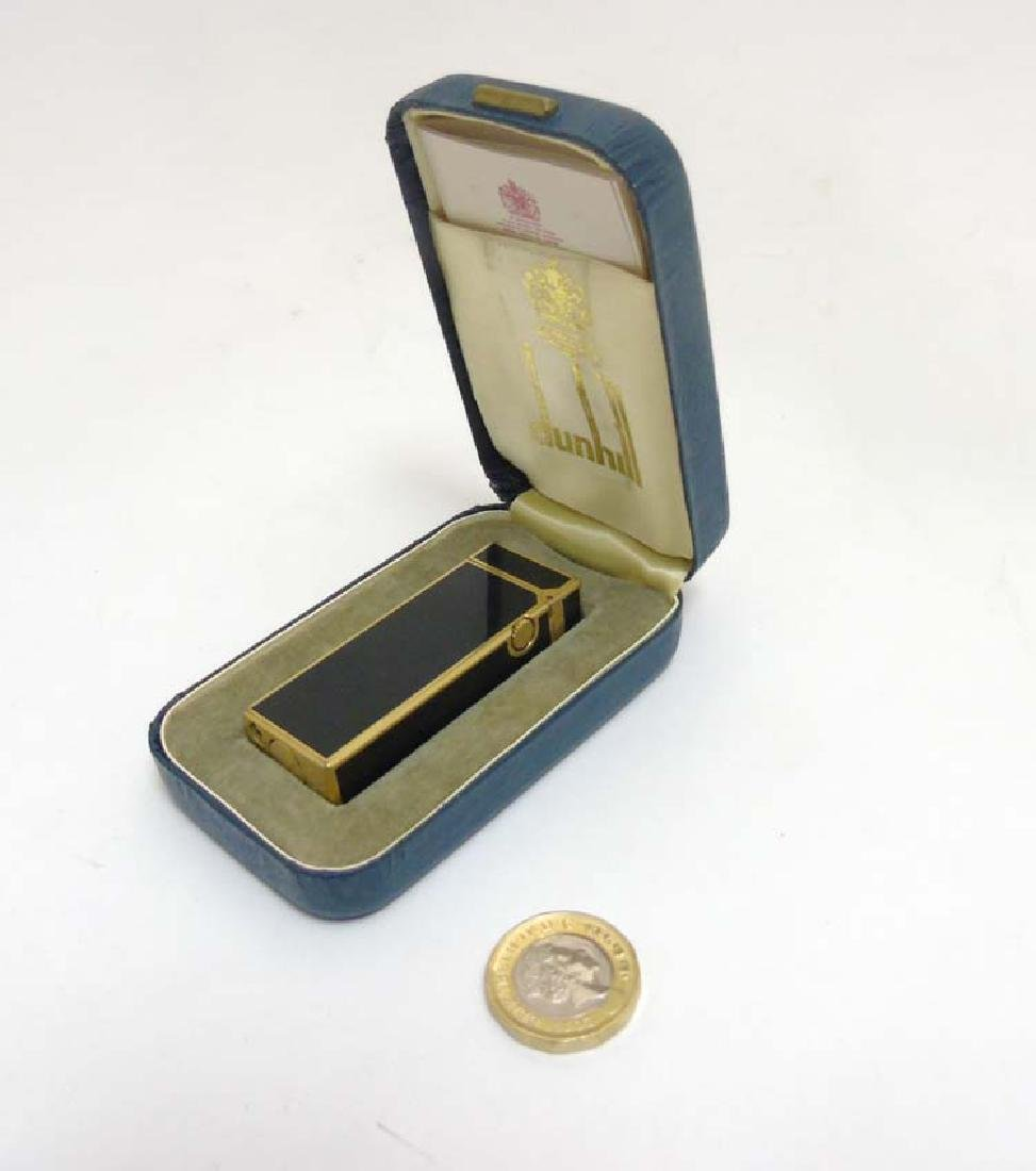 Collectors Lighter : A Dunhill black and gilt '