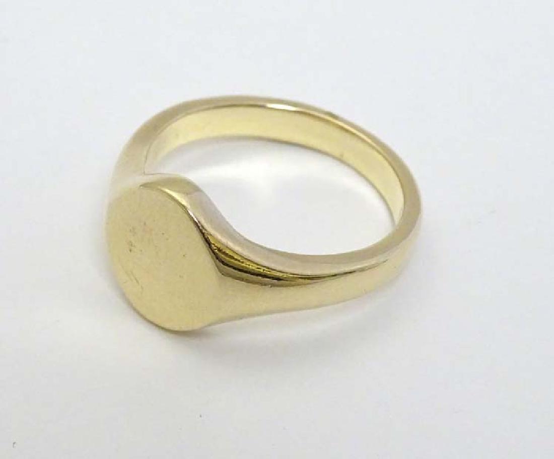 A 9ct gold Gentlemans ring (12g)