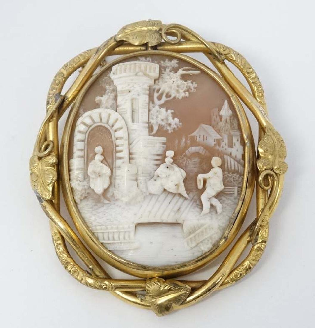 A late 19thC / early 20thC carved cameo brooch