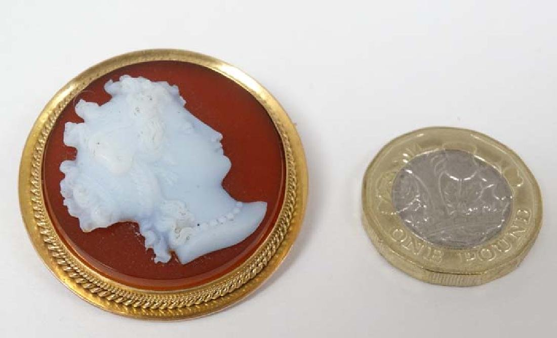 A carved cameo brooch depicting the head of a lady,
