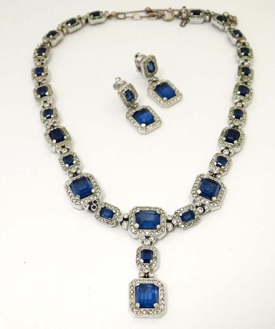 Costume Jewellery : A vintage blue and white stone