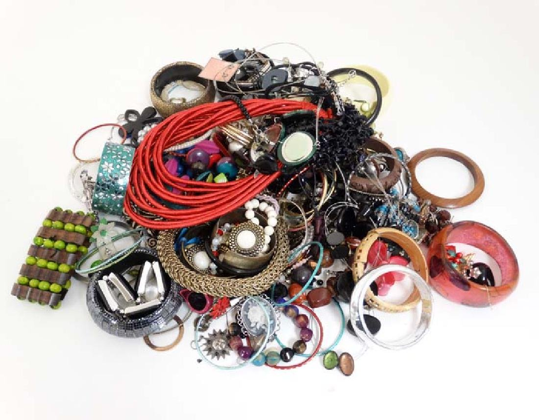 Assorted costume jewellery to include bracelets,
