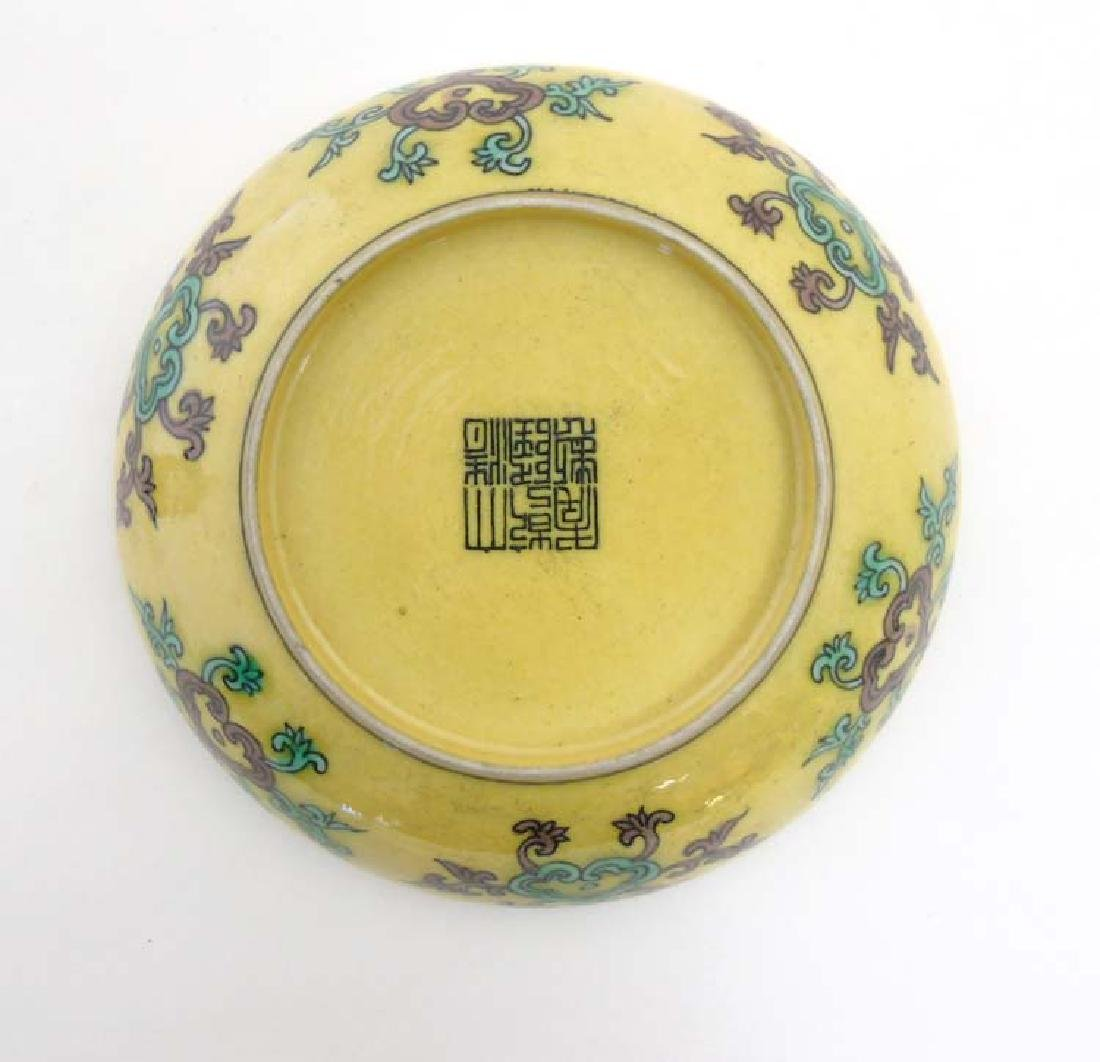 An Imperial yellow '' dragon'' dish , decorated with  5 - 6