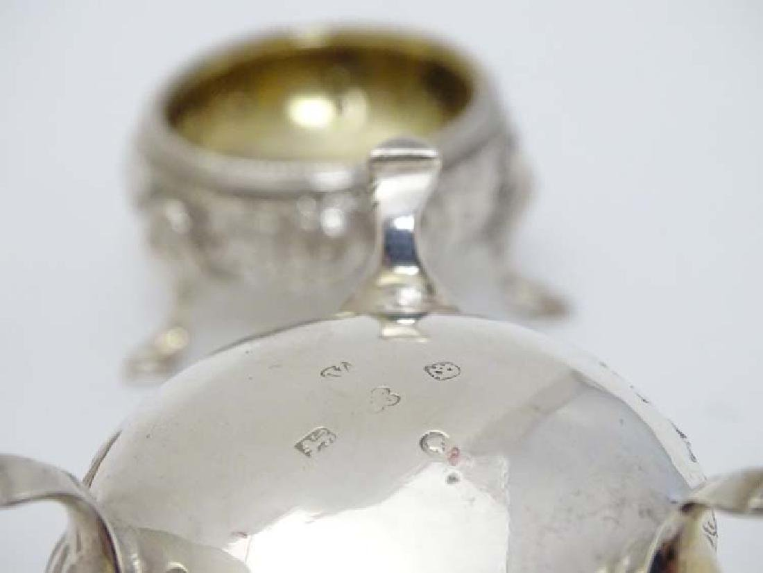 A set of 6 silver salts of circular form with floral - 5