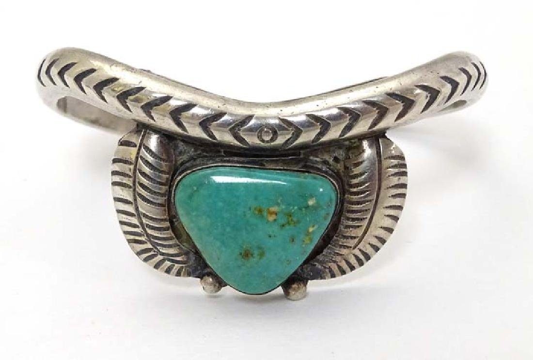 Native American jewellery : A white metal bracelet /