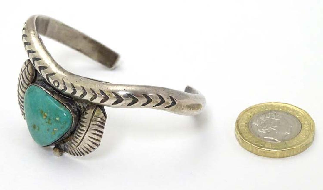 Native American jewellery : A white metal bracelet / - 5