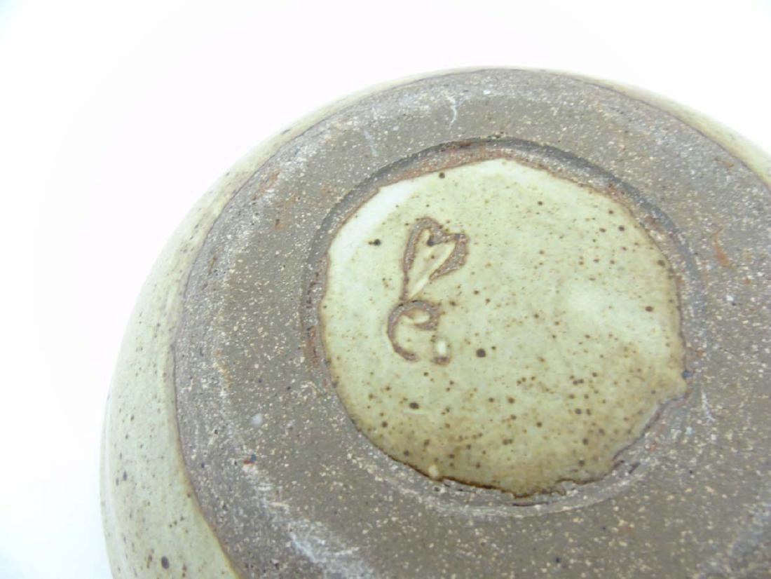 A studio pottery bowl of beige tones decorated with - 3