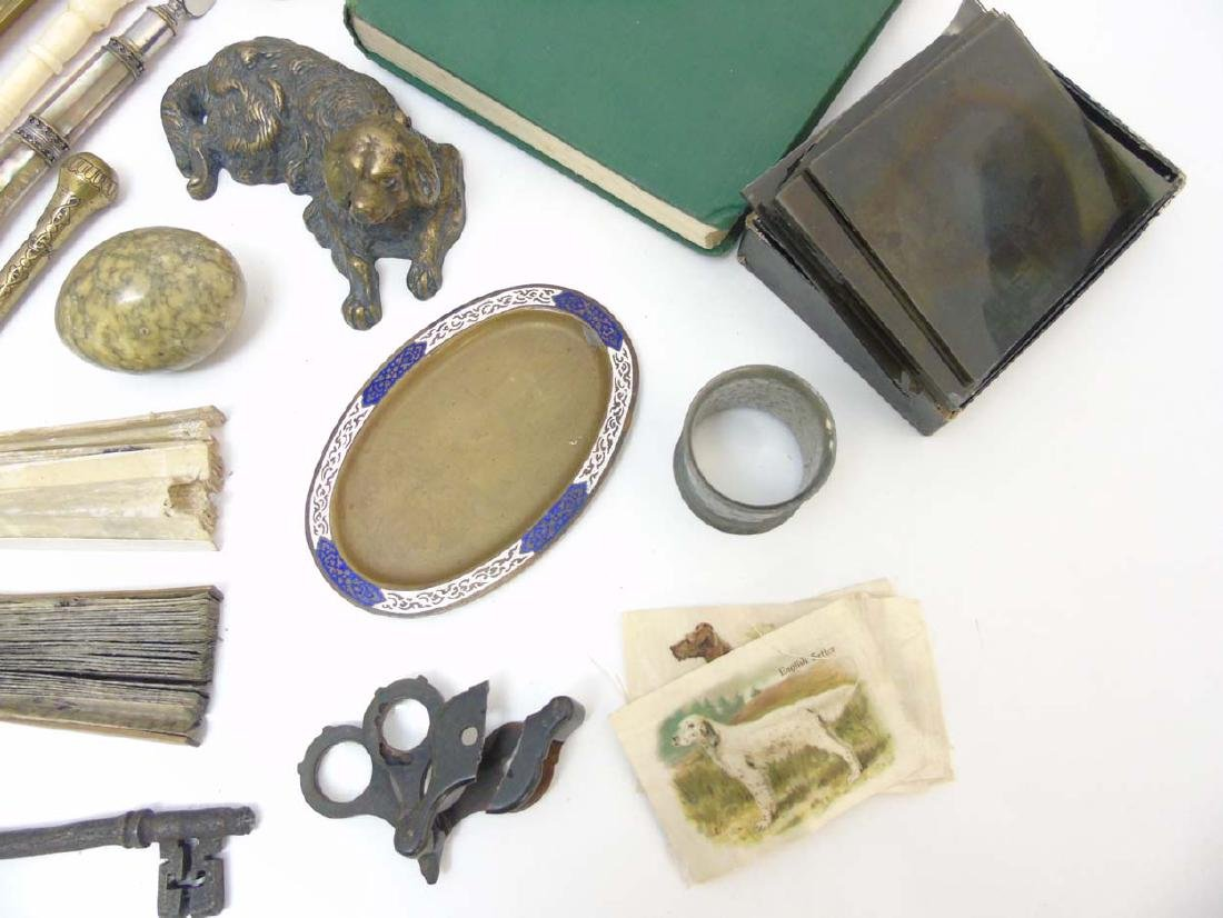 A box containing a quantity of assorted items to - 7