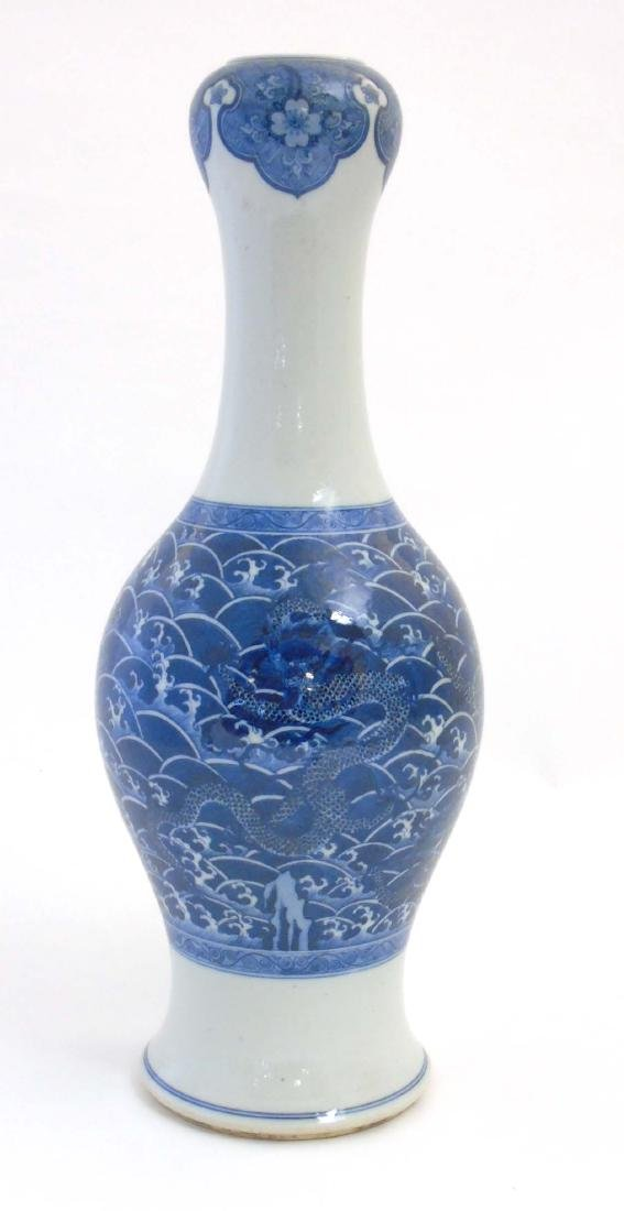 A Chinese blue and white garlic-head vase with flared - 5