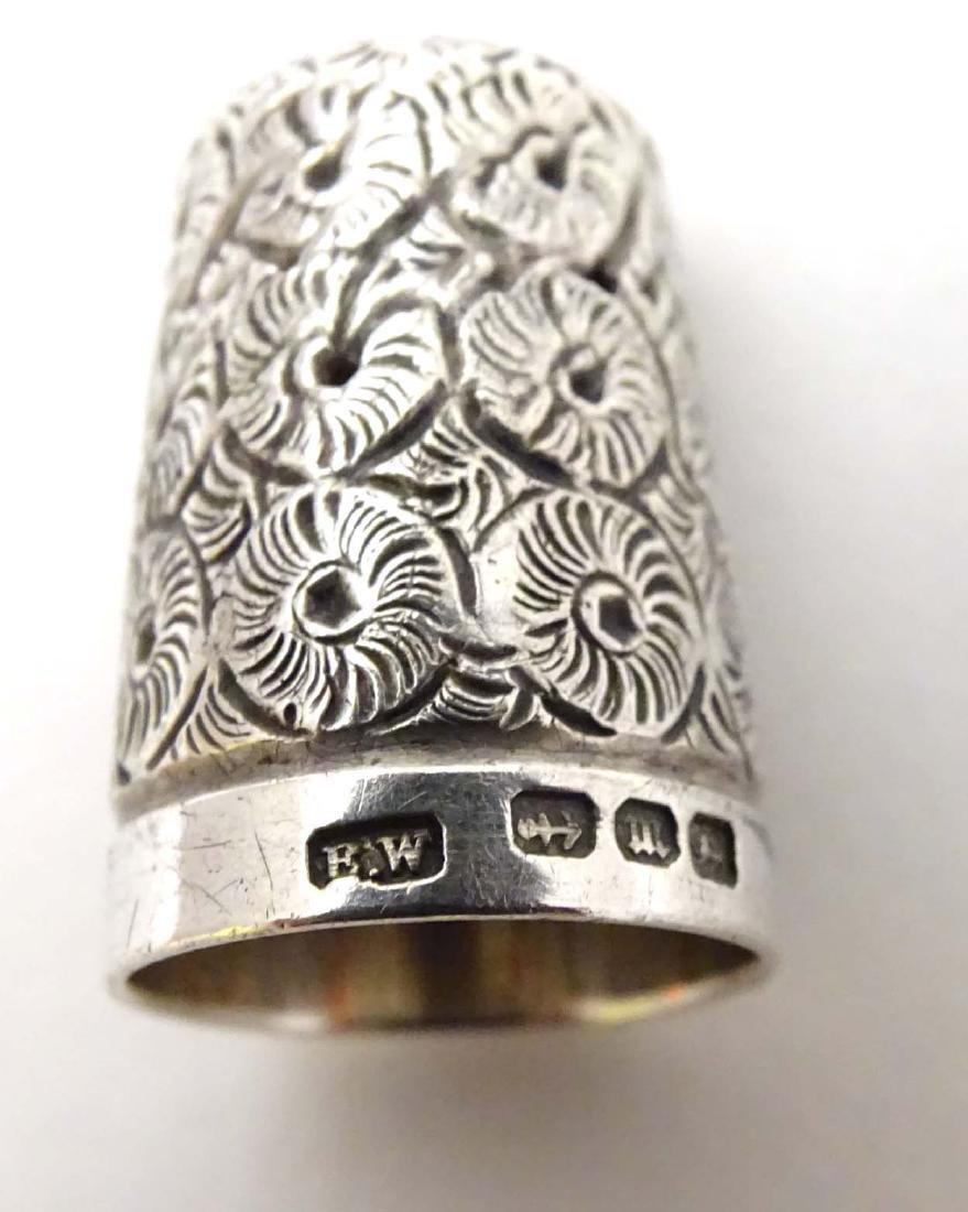 A Victorian  silver thimble hallmarked 1896 maker - 2