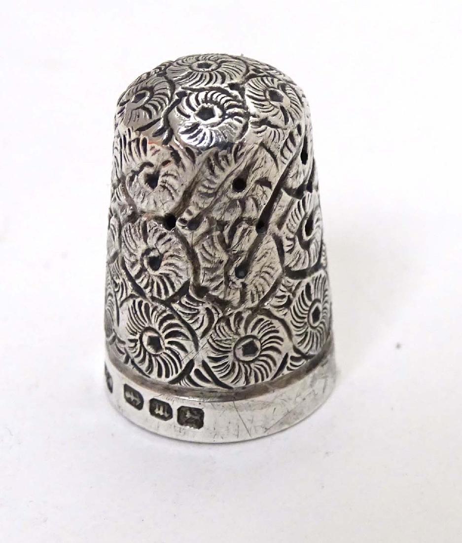 A Victorian  silver thimble hallmarked 1896 maker - 4