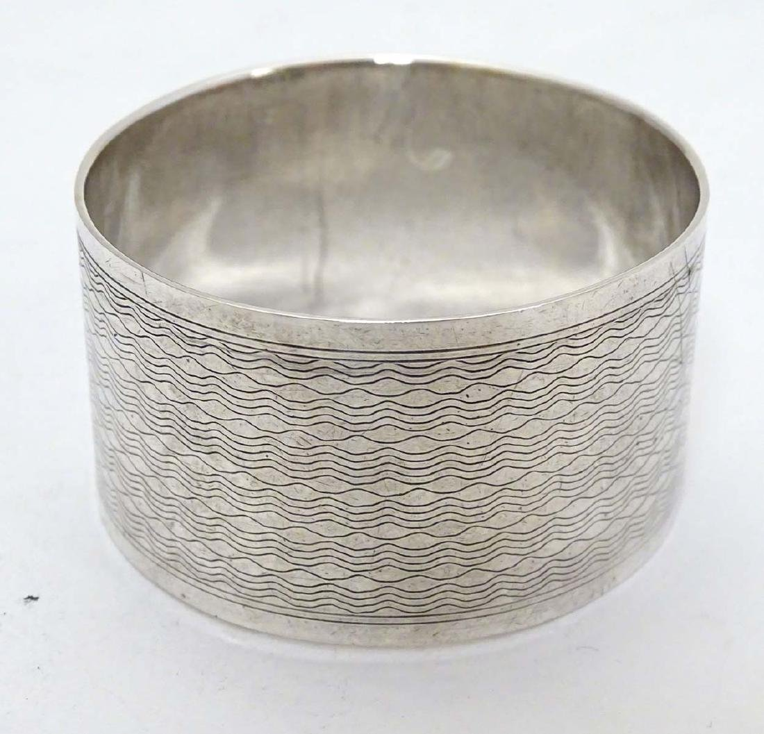 A silver napkin ring with engine turned decoration - 5