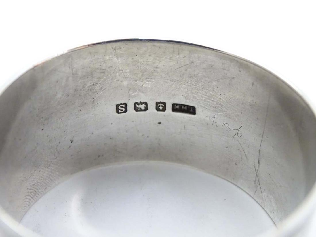 A silver napkin ring with engine turned decoration - 6