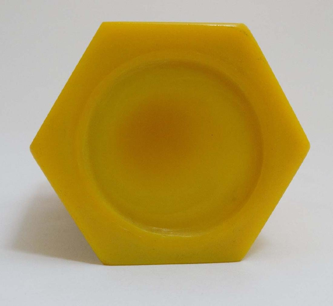 A Chinese yellow Peking glass brush pot of hexagonal - 3
