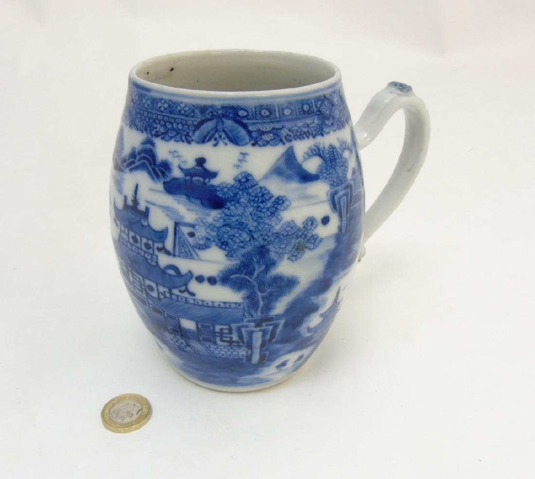 An 18thC Chinese blue and white export tankard, - 3