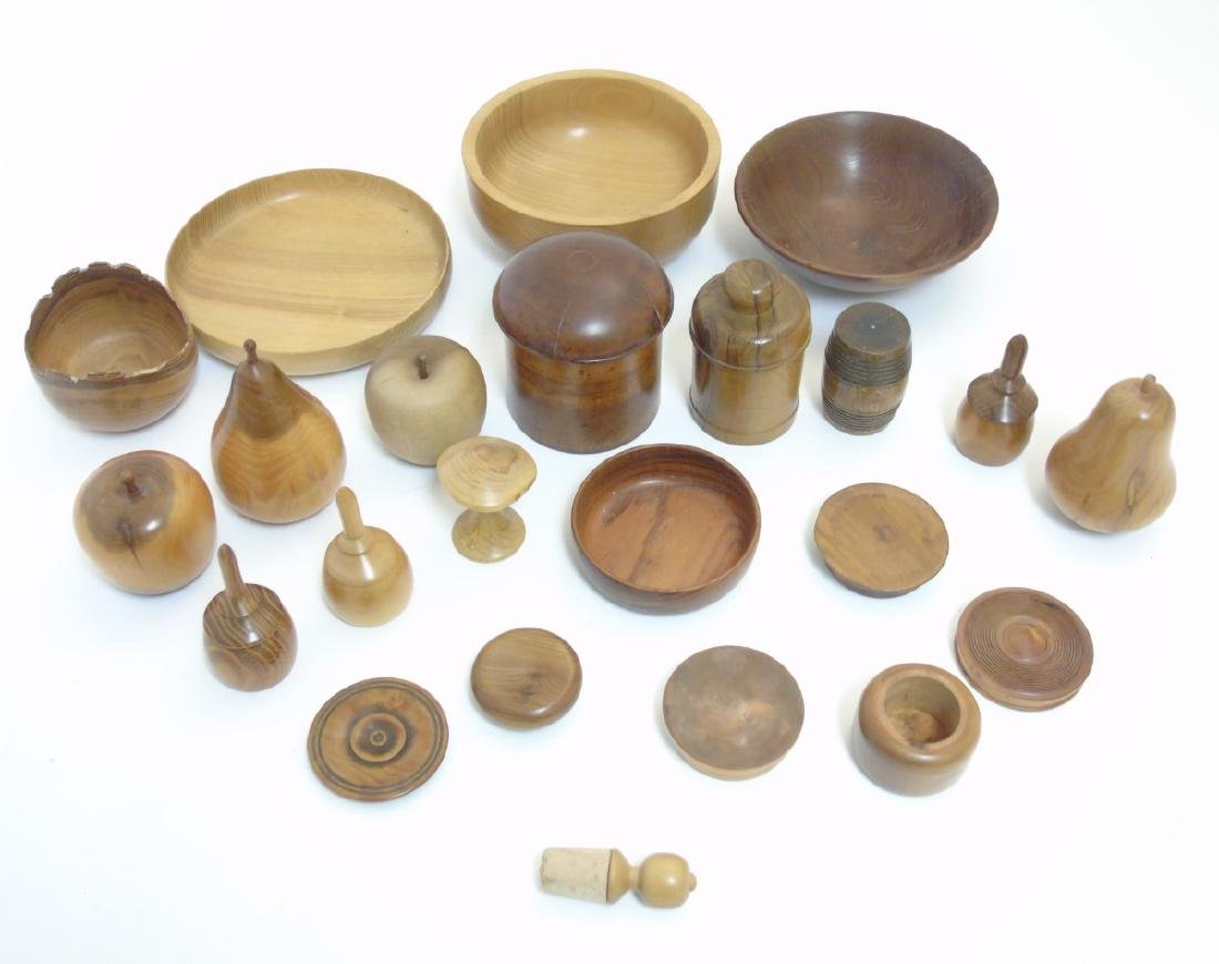 Treen etc: Assorted 19thC and later turned wood to