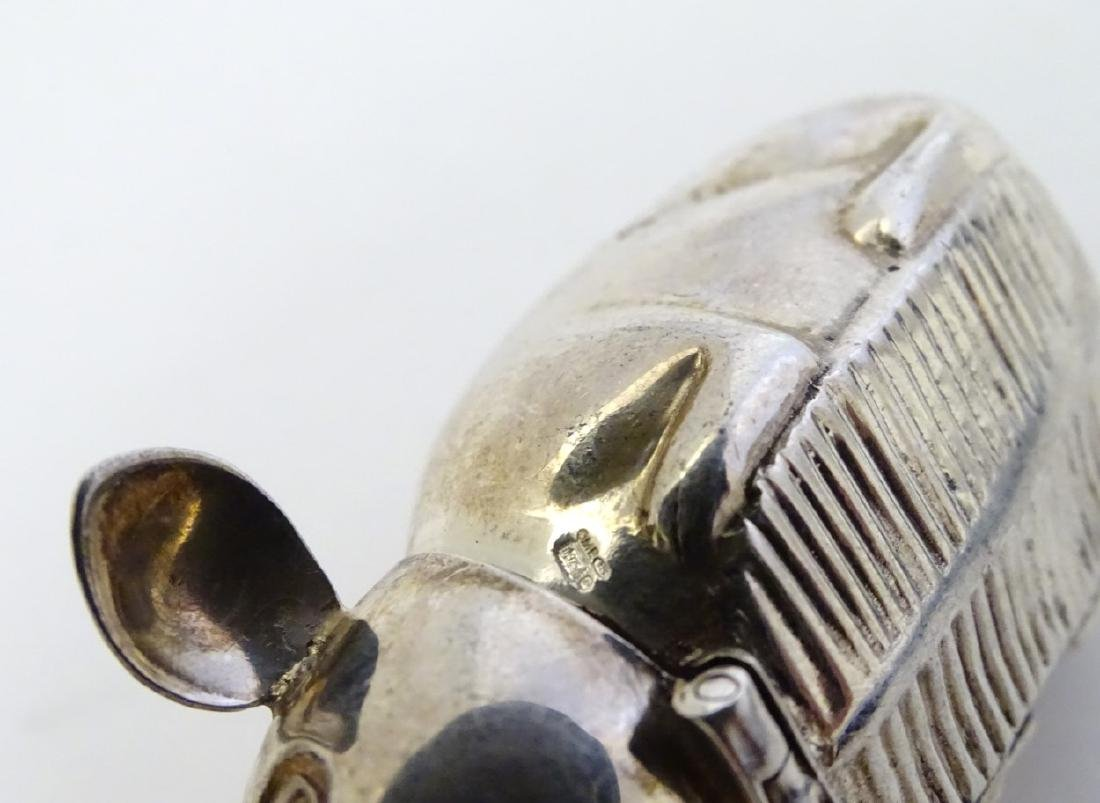A novelty silver vesta case formed as a mouse 2 1/2'' - 5