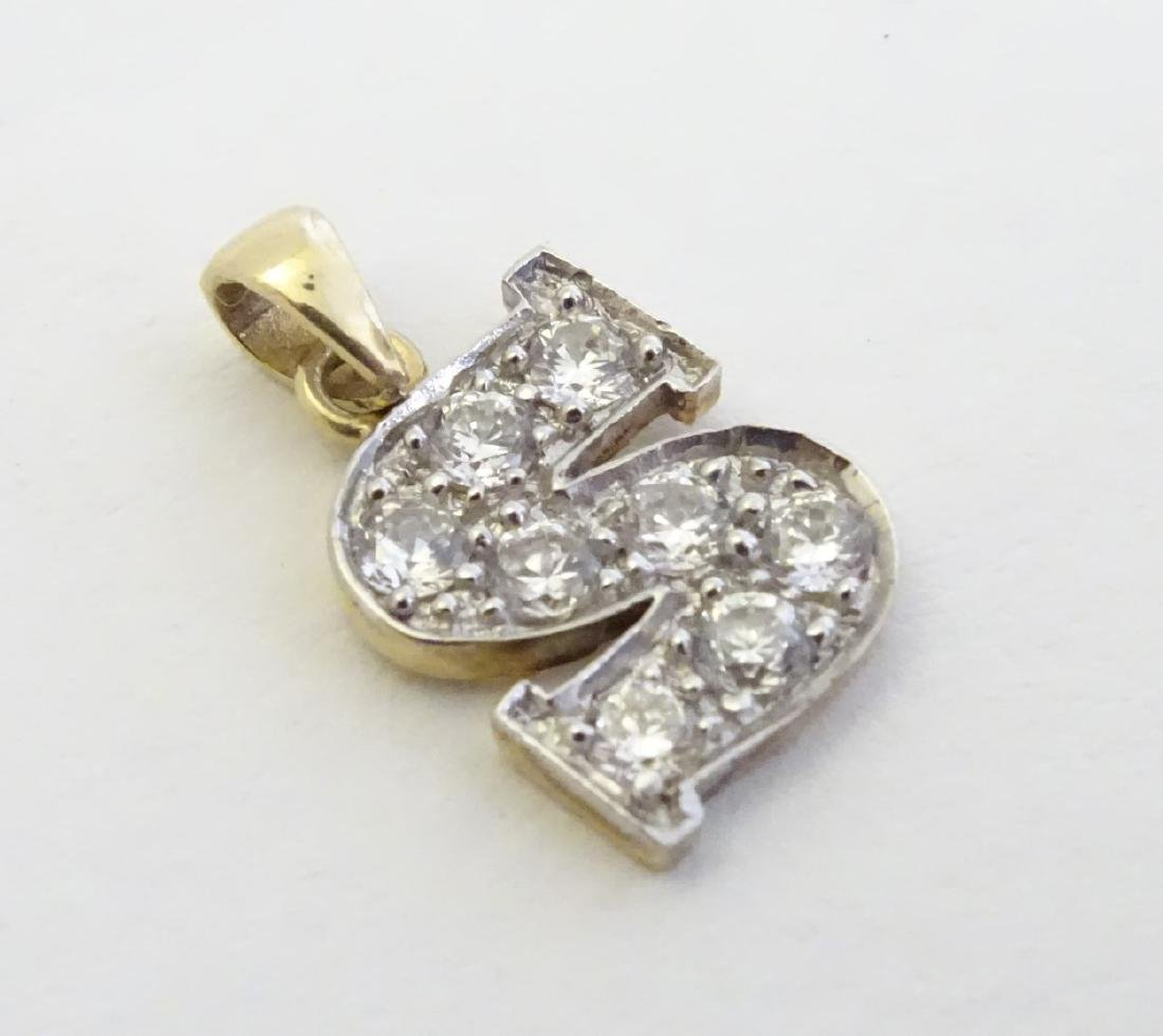 A 9ct gold pendant  / charm formed as the letter 'S'