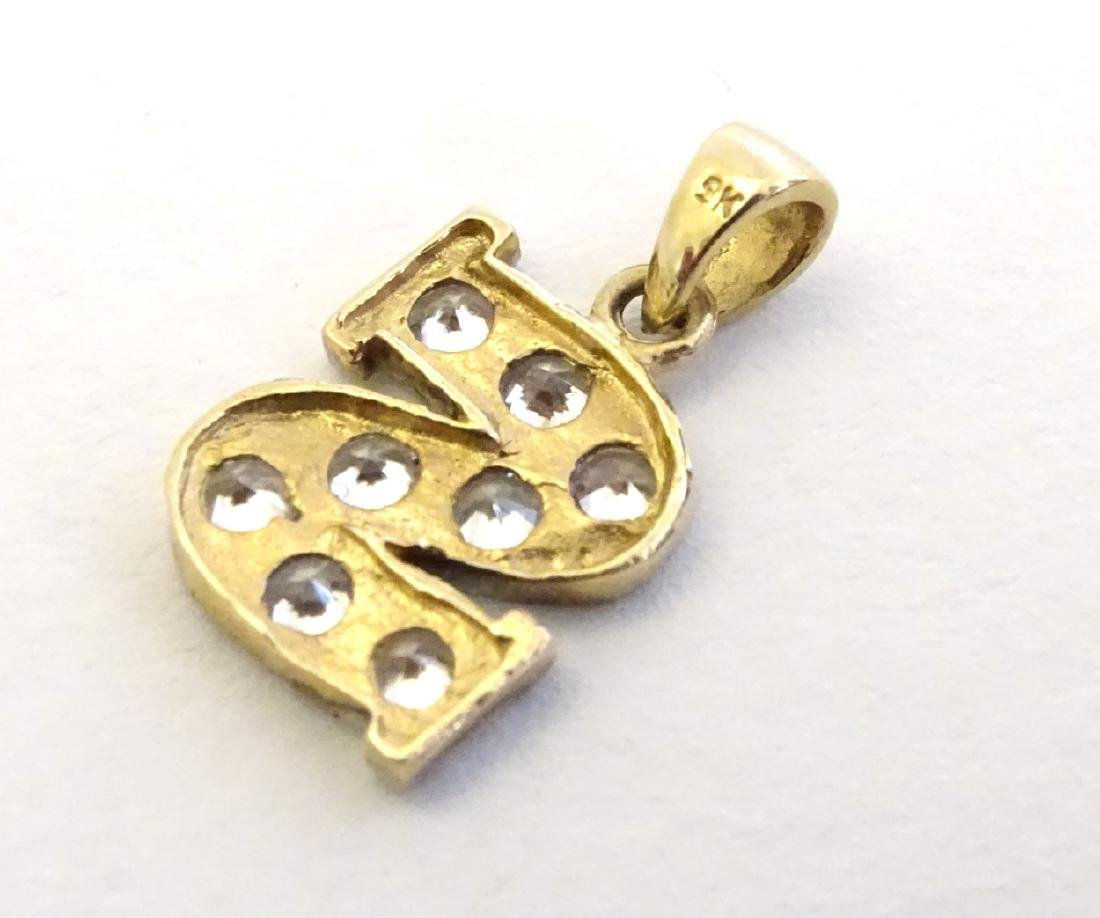 A 9ct gold pendant  / charm formed as the letter 'S' - 3