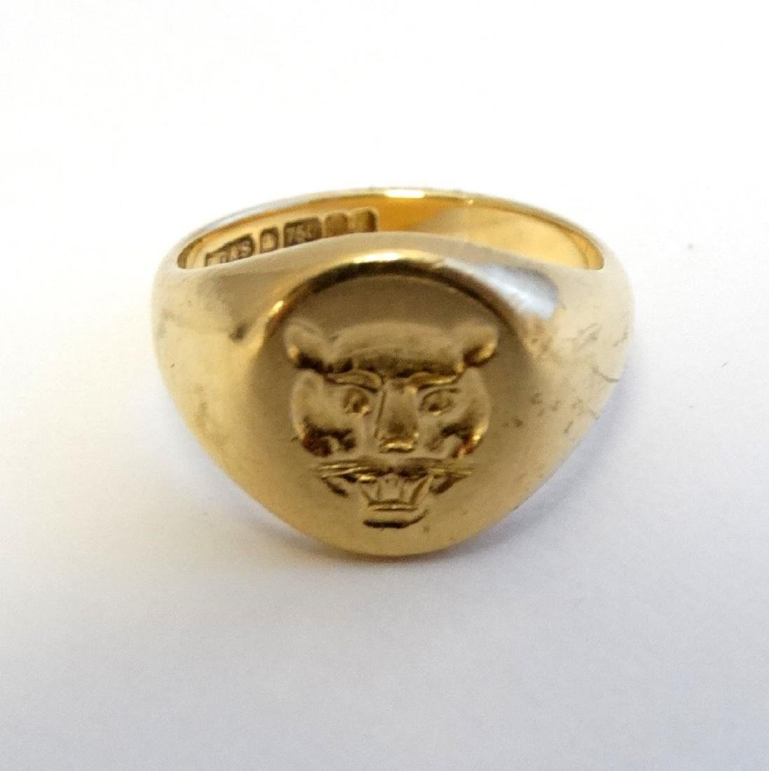An 18ct gold signet ring with engraved leopards head