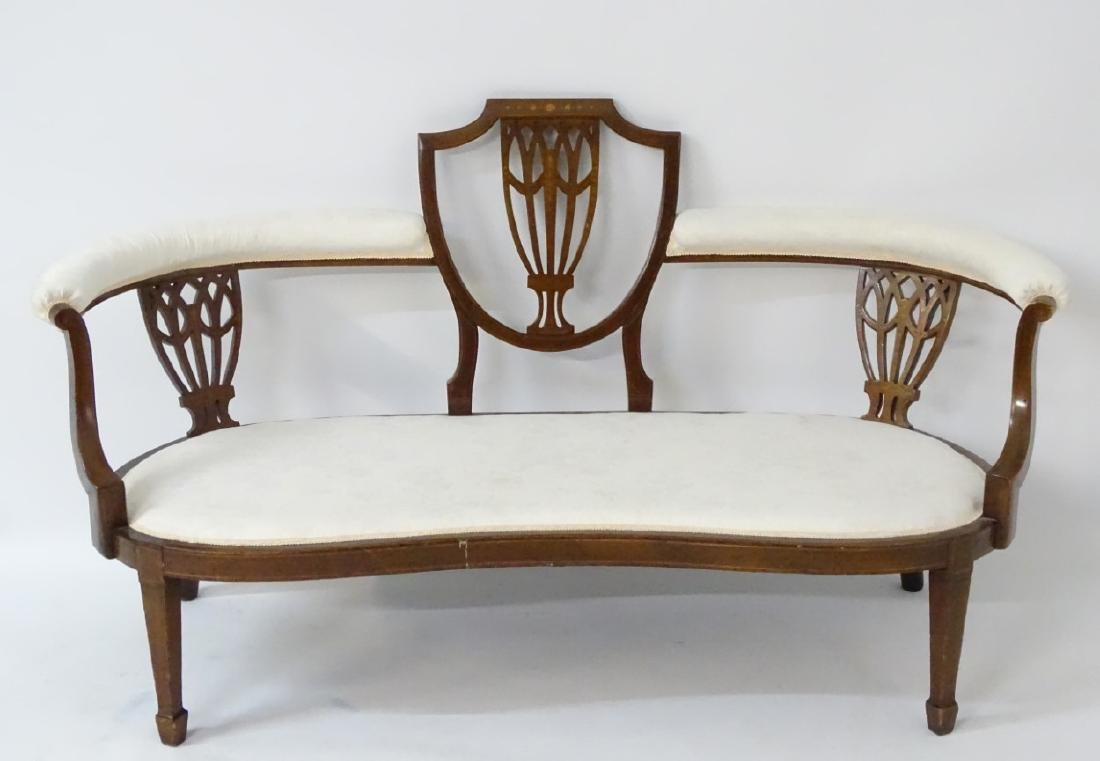 An early 20thC conversational sofa with curved - 3