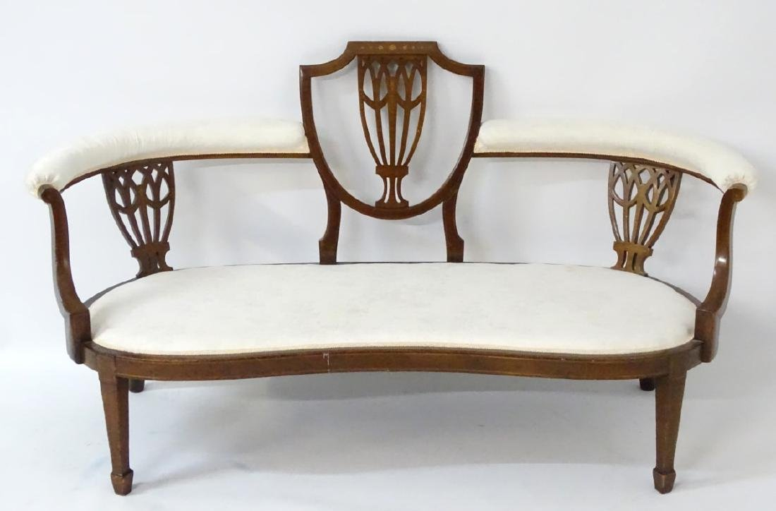An early 20thC conversational sofa with curved - 4