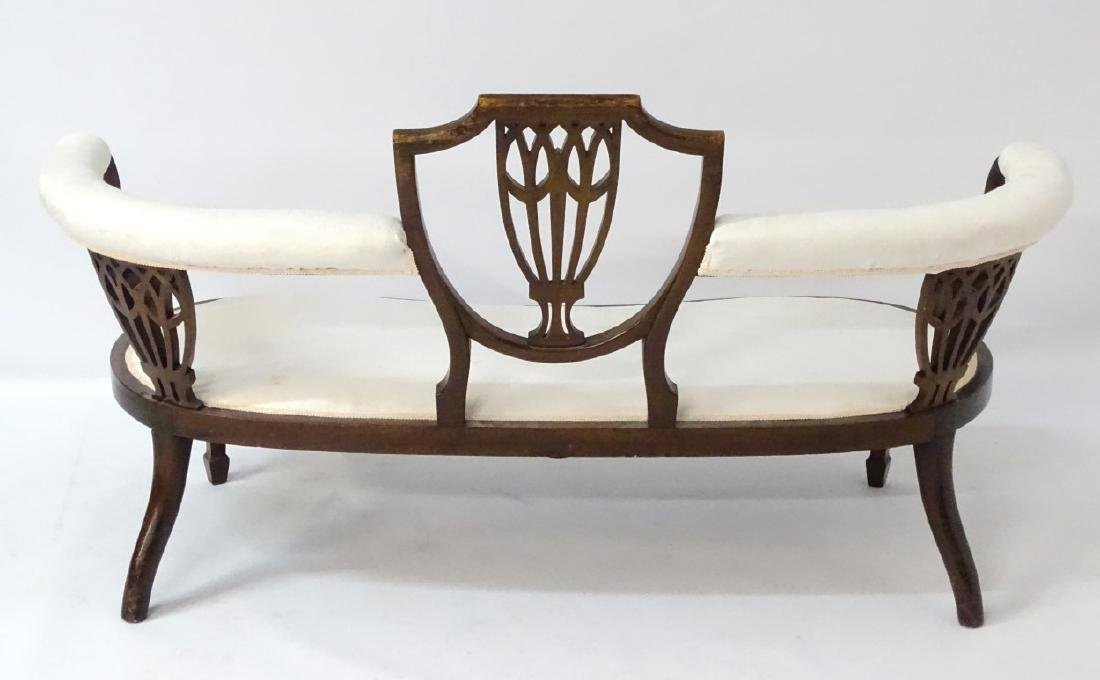An early 20thC conversational sofa with curved - 7
